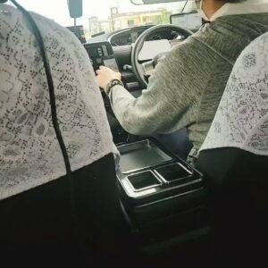 【ネタ】怖すぎか!? 運転中にがっつり育てるタクシー運転手トレーナー現る